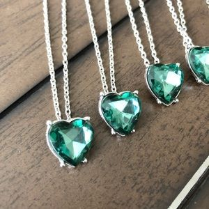 Jewelry - Silver necklace with green heart pendant